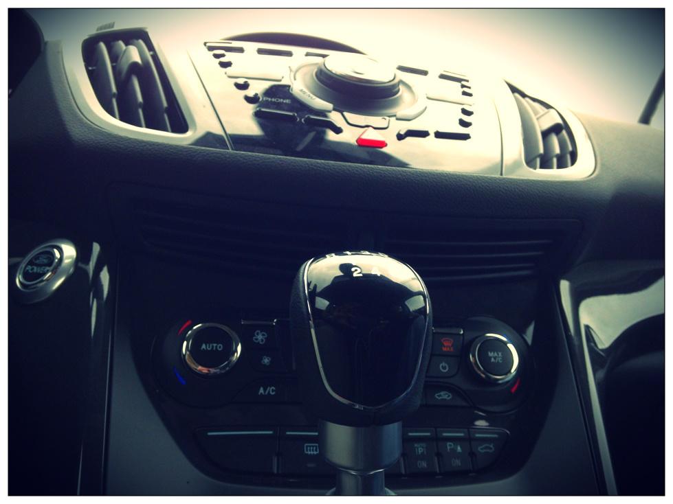 Noul Ford Kuga - bord de jos