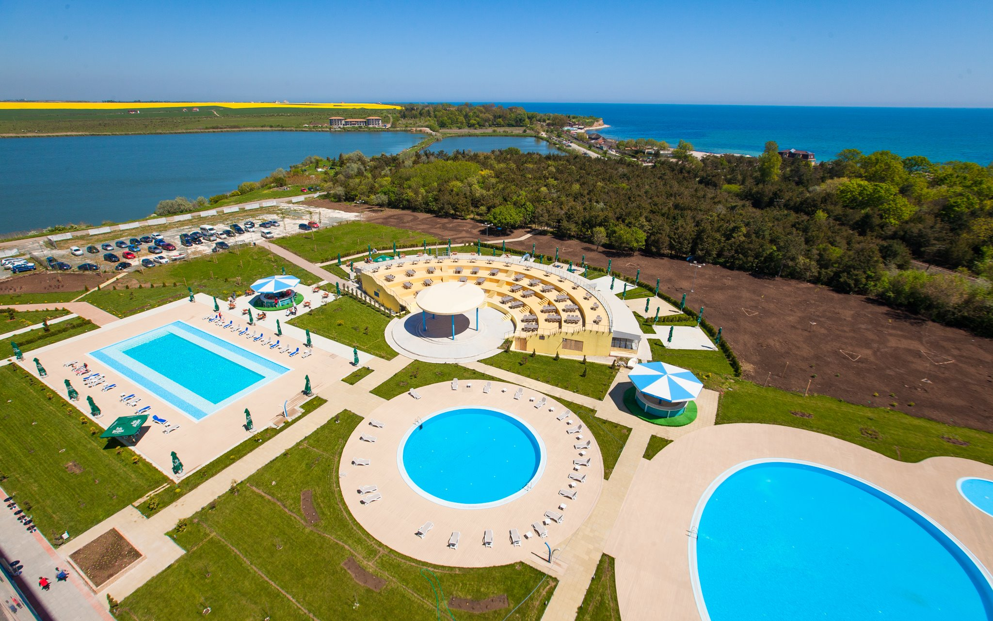 blaxy-premium-resort-hotel