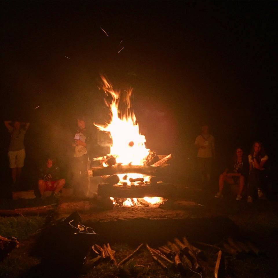 foc-de-tabara-cercetasesc